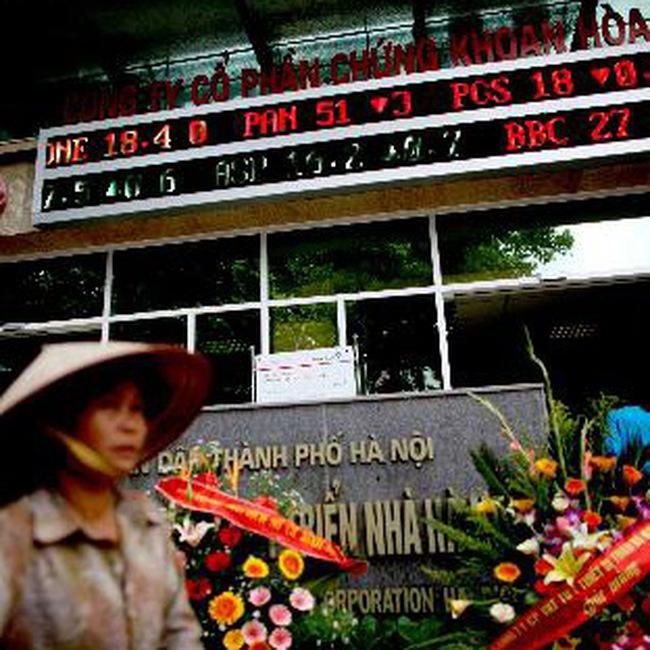 Fitch hạ mức đánh giá tín dụng nội tệ của Việt Nam