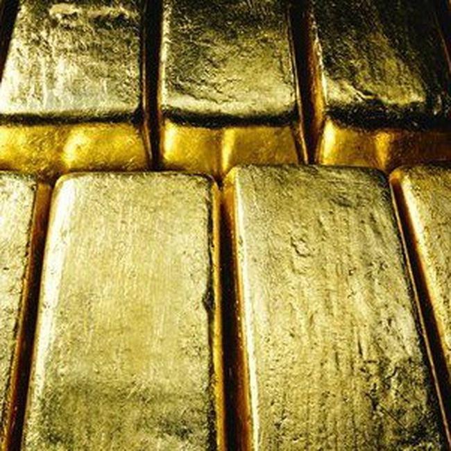 Giá vàng hạ, giá dầu thấp nhất trong 1 tháng