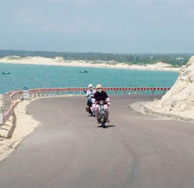 """""""Đóng mạch"""" tuyến đường bộ ven biển"""