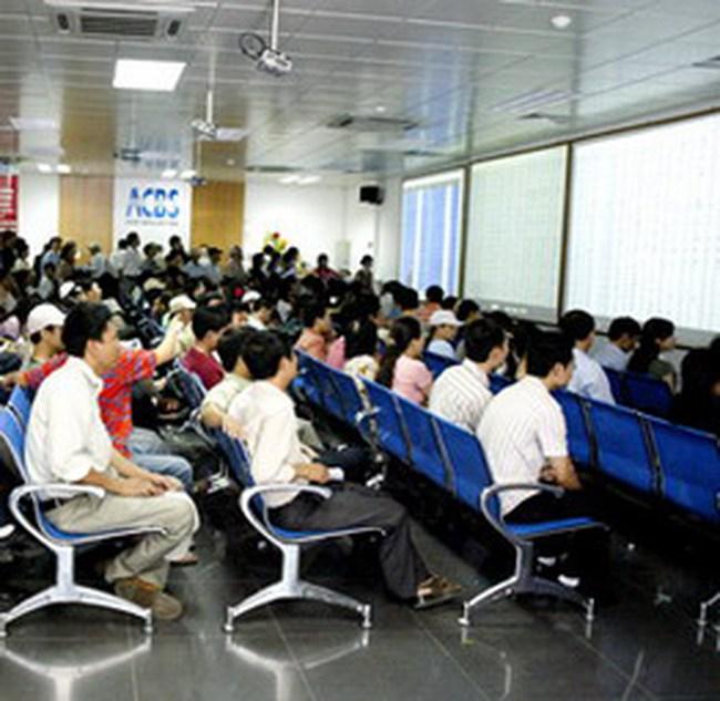 Giao dịch tăng 70%, VN-Index giảm xuống 447 điểm