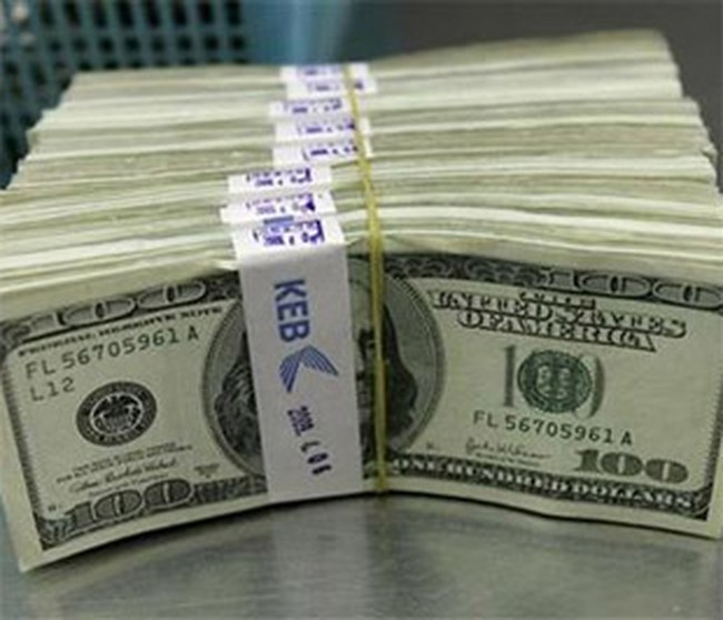 Thu phí giao dịch ngoại tệ: Cấm đến đâu, lách đến đó