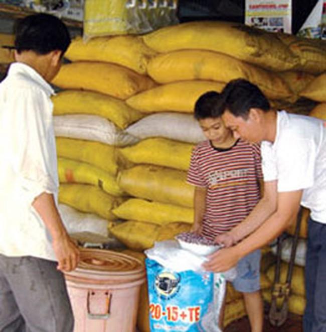 Thức ăn chăn nuôi: Tồn kho lớn nhưng không giảm giá