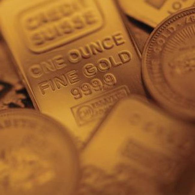 Giá vàng tăng, giá dầu thấp nhất trong 8 tuần