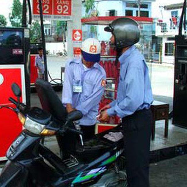 Chưa giảm giá xăng dầu, tiếp tục trích tạm ứng 1000 đồng/lít xăng