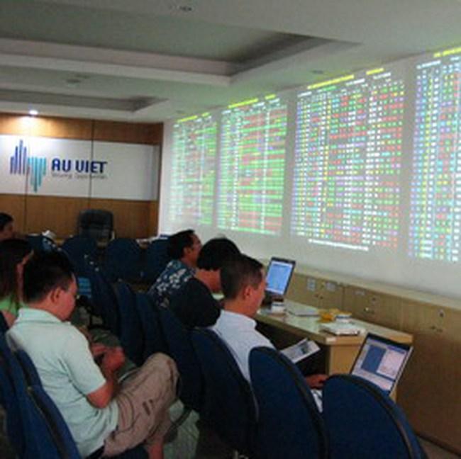 Dòng tiền vẫn đứng ngoài thị trường, VN-Index tiếp tục thử thách ngưỡng 430 điểm
