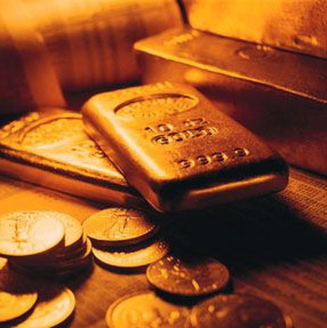 Giá vàng hạ, giá dầu giảm mạnh nhất trong 3 tháng