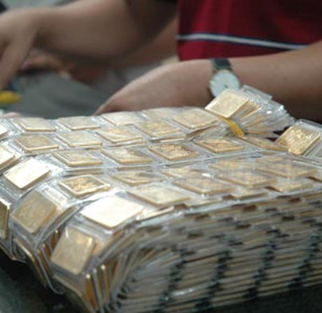 Giá vàng lùi dần về mốc 21 triệu đồng/lượng
