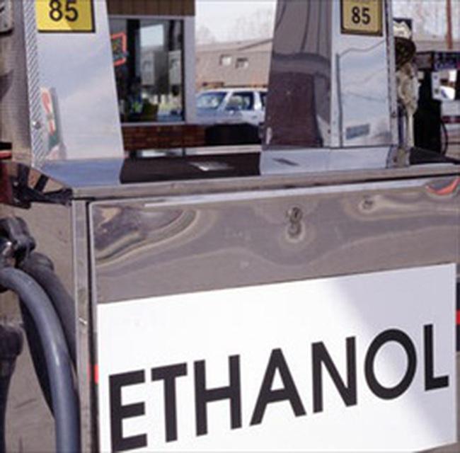 Bán xăng ethanol tại 6 địa phương