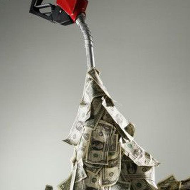 """Giá dầu hơn 70USD/thùng """"cản"""" kinh tế thế giới hồi phục"""