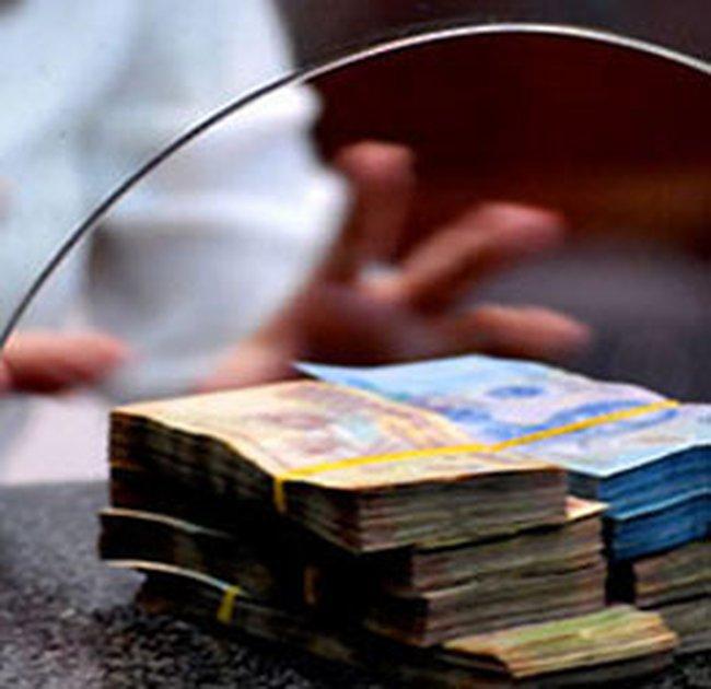 Tuần qua, giao dịch trên thị trường liên ngân hàng đạt xấp xỉ 64.000 tỷ VND và 2 tỷ USD