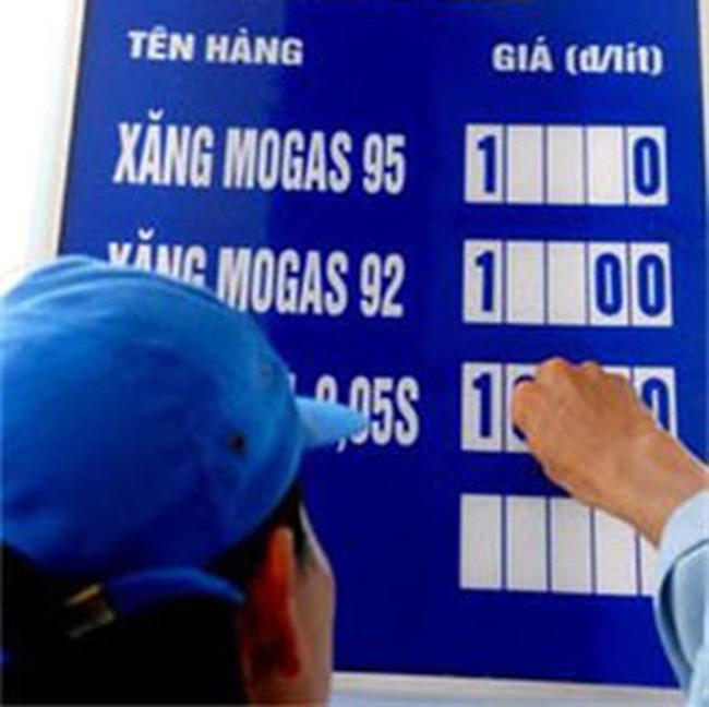 Doanh nghiệp được điều chỉnh giá xăng theo giá thế giới