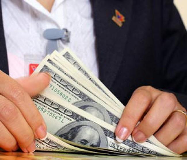 Lãi suất USD giảm, doanh nghiệp 'nhẹ gánh' vay