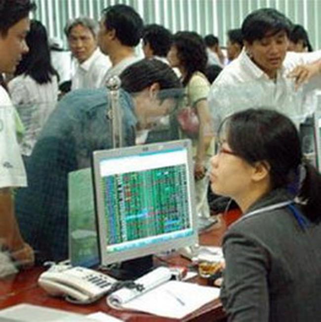 Giao dịch trái chiều trên hai sàn, hơn 4.000 tỷ đồng tiếp tục rót vào thị trường