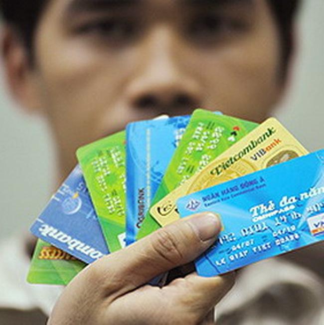 ATM: cho sử dụng cả thẻ chíp lẫn thẻ từ