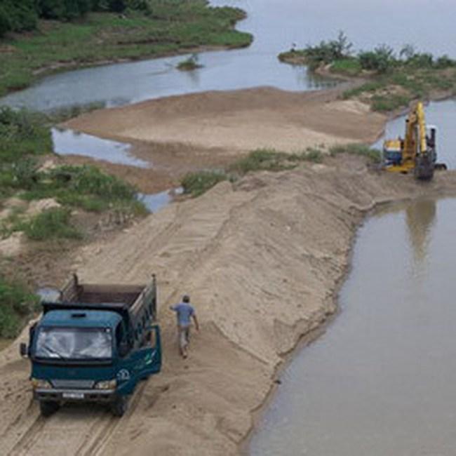 Xuất khẩu cát nhiễm mặn: Bộ Xây dựng bảo cho, Hải quan kêu dừng