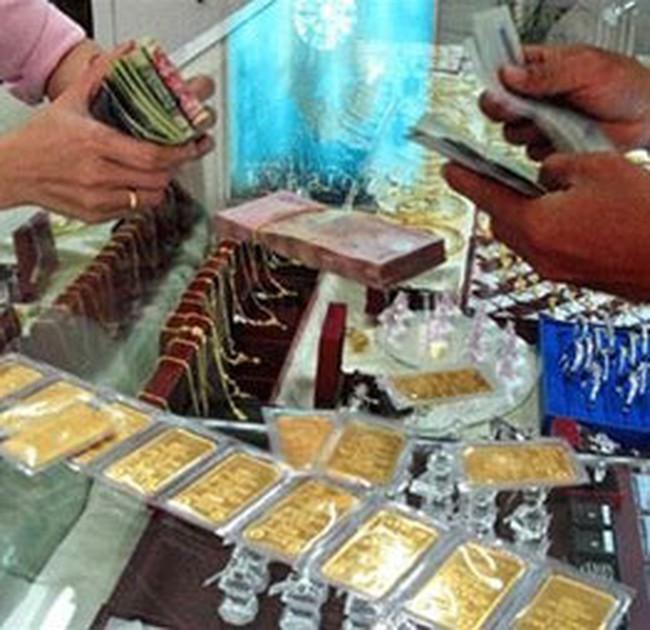Giá vàng trong nước đang bứt xa giá thế giới