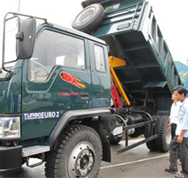 Vinaxuki xuất xưởng lô xe tải nặng đầu tiên