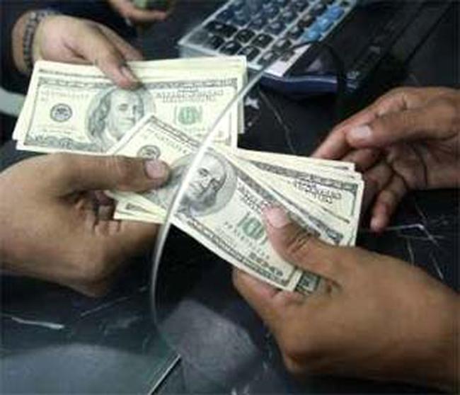 """""""Bão giá"""" vàng đẩy USD lên 20.000 VND"""