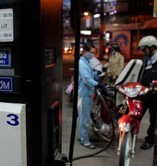 Giá xăng dầu tăng nhưng vẫn thấp hơn khu vực