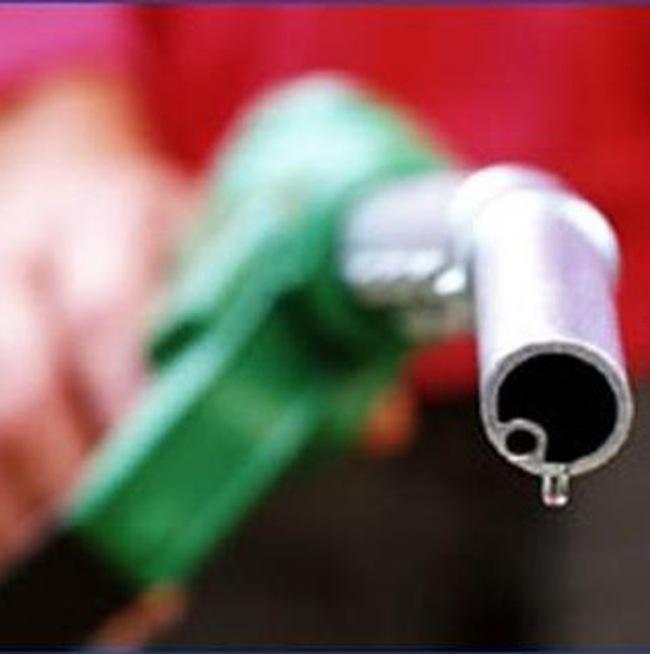Xăng giảm 350 đồng/lít, dầu diesel tăng 300 đồng/lít