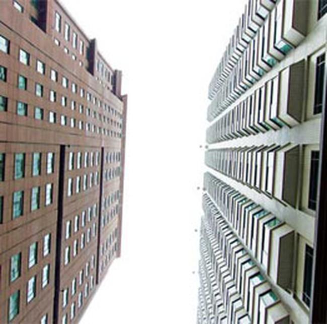Thị trường nhà đất: Còn mù mờ, còn sốt giá?