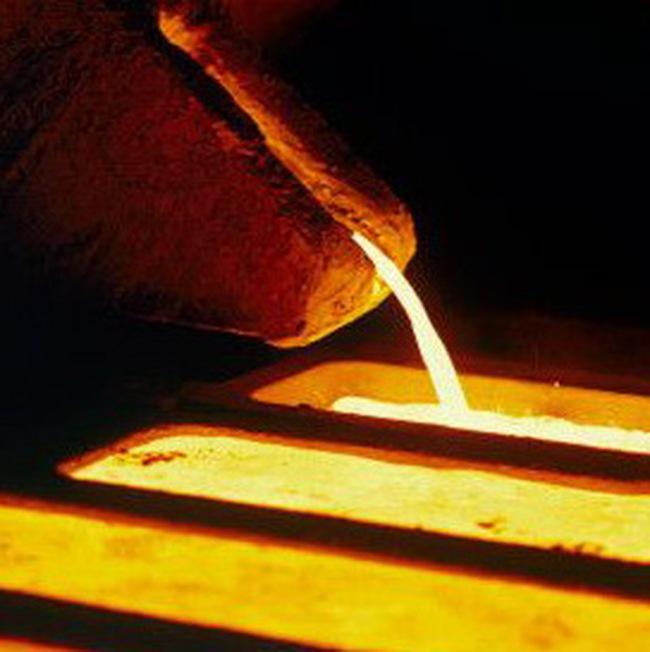 Giá vàng xuống thấp nhất trong 7 tuần, đồng USD lên mạnh, dầu tăng