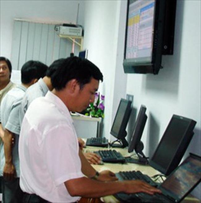 Thanh khoản giảm 40%, Vn-Index điều chỉnh về 515 điểm