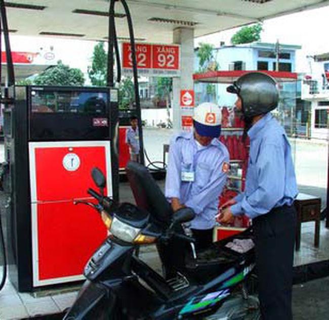 Giá xăng có thể tăng 300-500 đồng mỗi lít