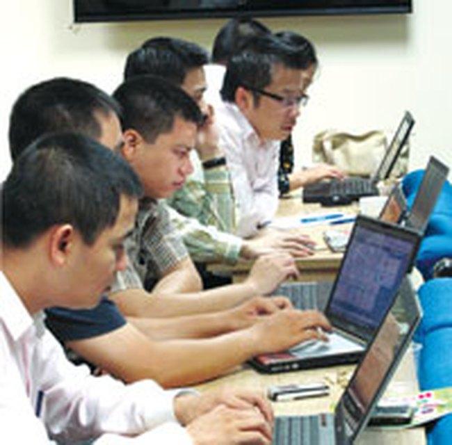 HCM: Thành viên HĐQT đăng ký bán 100.000 cổ phiếu