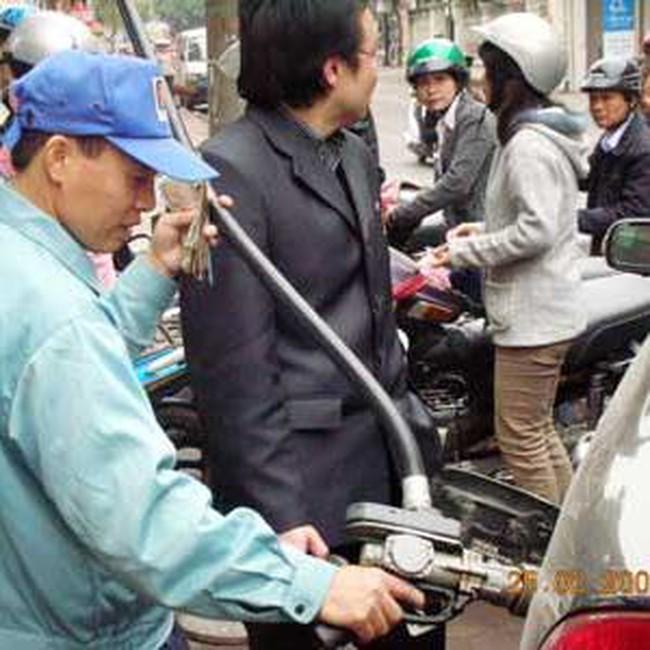 Trạm xăng phải cách nơi đông người ít nhất 100m