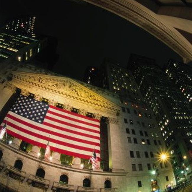 Dow Jones mất hơn 100 điểm