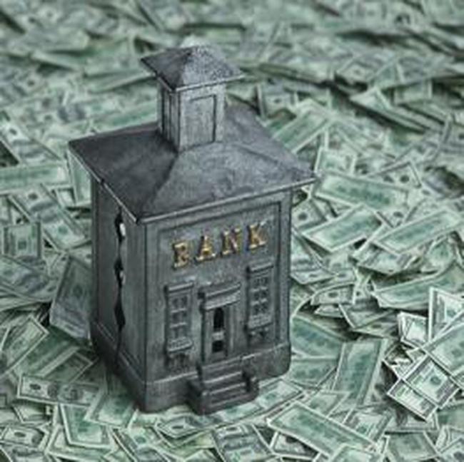 """""""Đại gia"""" ngân hàng thao túng thị trường thế nào?"""