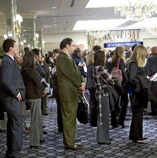 Số lượng người Mỹ thất nghiệp lần đầu đột ngột tăng