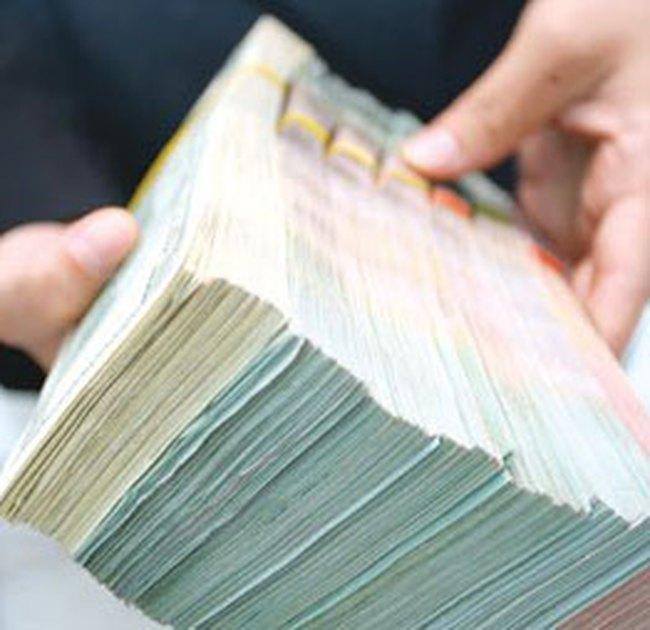 Các Tập đoàn đã bán 450 triệu đôla cho ngân hàng