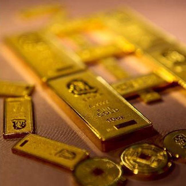 Giá vàng tăng vọt, dầu đi lên