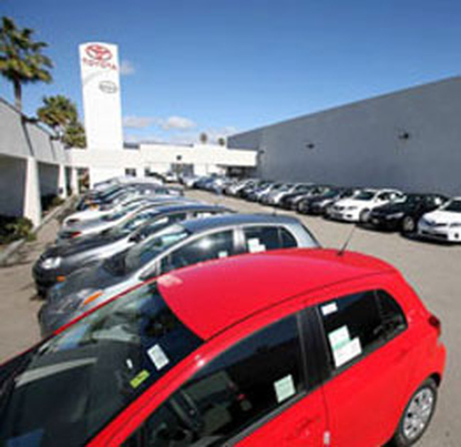 Toyota thu hồi xe, cao su lo rớt giá
