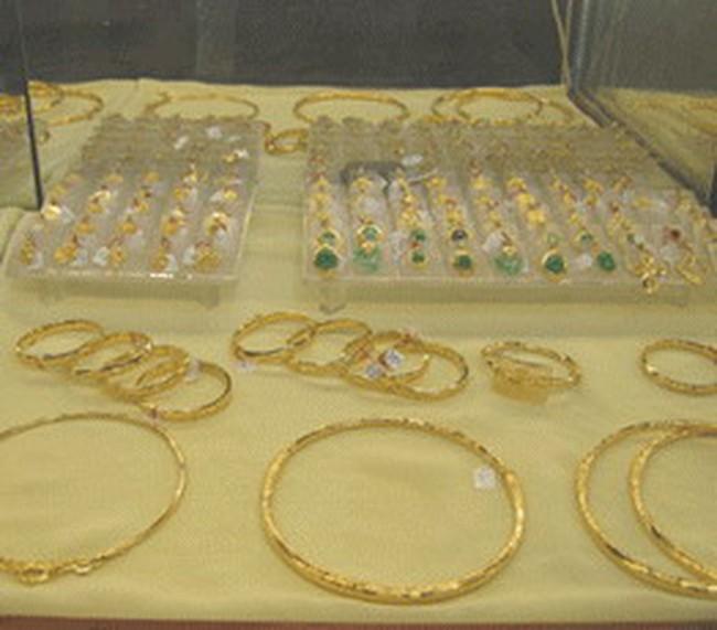 Chiều 9/02: Chen chân mua vàng cuối năm