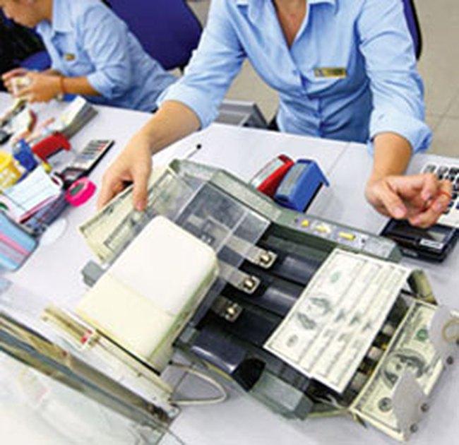 Ngân hàng tăng mạnh giá USD mua vào
