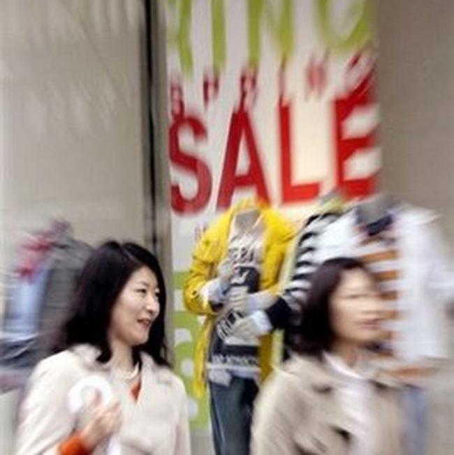 Nhật chìm sâu hơn vào giảm phát