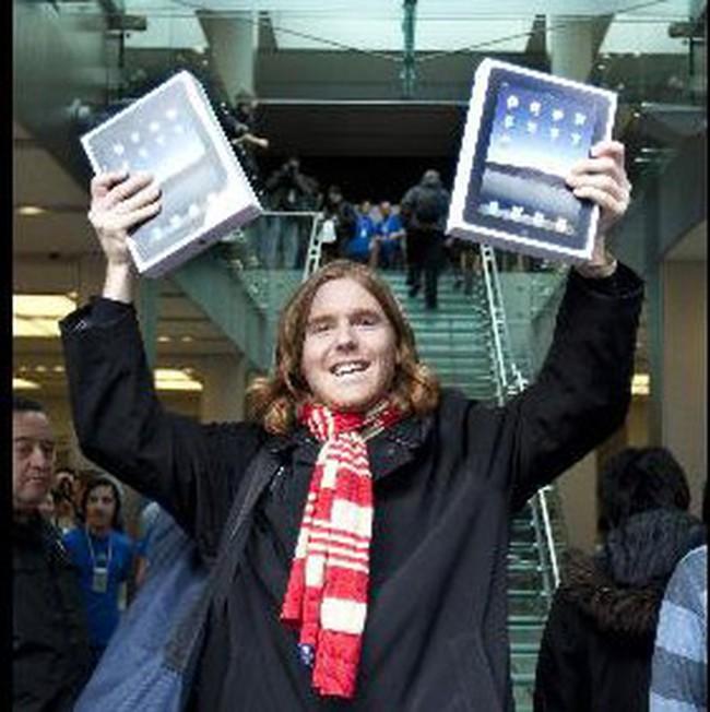 Apple công bố bán được hơn 300 nghìn máy tính bảng iPad trong ngày đầu