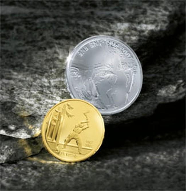 Giá vàng giảm nhẹ, USD tự do tiếp tục hạ