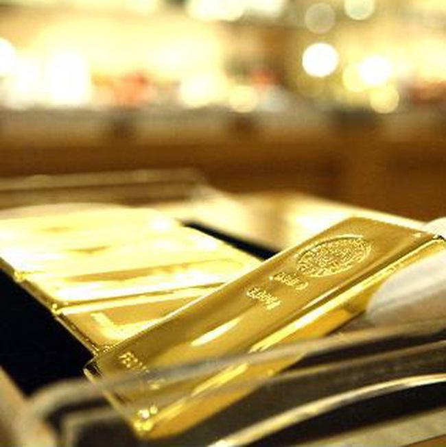 Giá vàng cao nhất trong 5 tháng, dầu thô vững ở mức cao
