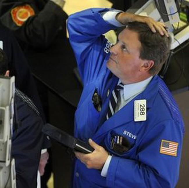 Dow Jones giảm gần 1 nghìn điểm trước khi hồi phục lại