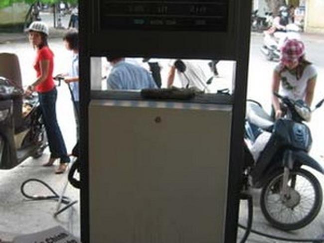 Sẽ thu phí đường bộ qua xăng, dầu