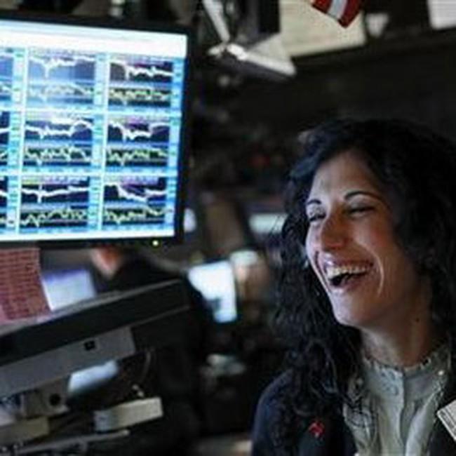 Tăng hơn 400 điểm, Dow Jones lấy lại hơn nửa số điểm đã mất trong tuần trước