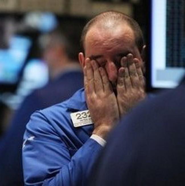 """""""Lao dốc"""" trong giờ giao dịch cuối, Dow Jones giảm gần 120 điểm"""