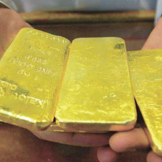 Nỗi lo về châu Âu vẫn hỗ trợ cho giá vàng; giá dầu giảm sâu