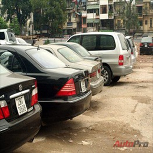 Hà Nội chưa tăng lệ phí trước bạ ô tô lên 15%