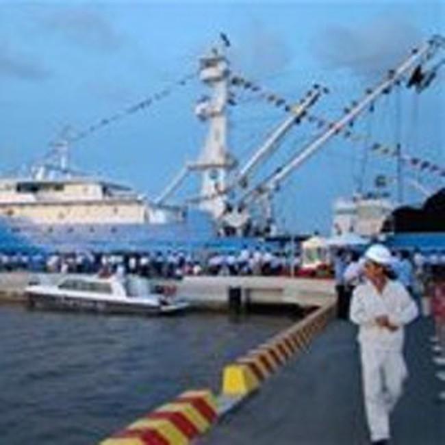 Bàn giao tàu đánh cá ngừ do Pháp đặt hàng