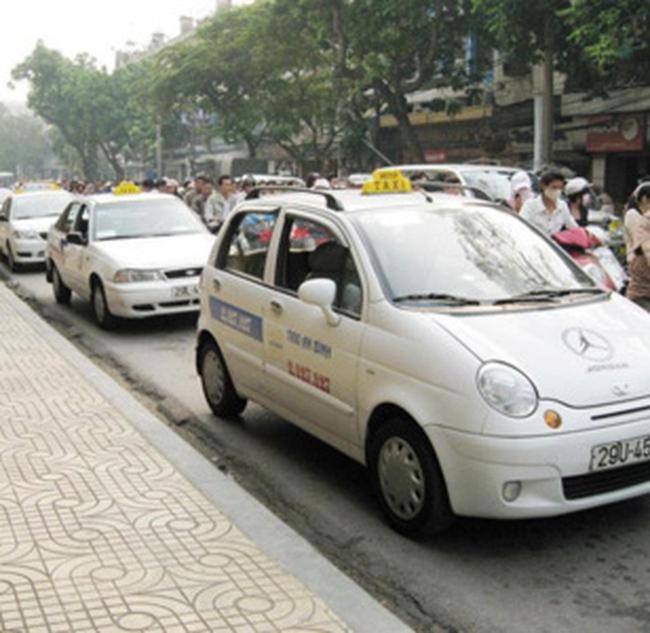 Mở 32 bến dừng đỗ tạm thời cho taxi Hà Nội